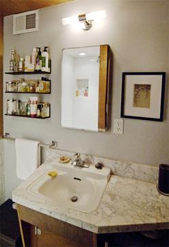 bathroom_e2.jpg